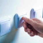 El Gobierno anuncia una bajada del precio de la luz en un 2,2% cuatro meses antes de las Elecciones