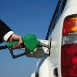 ¿Por qué el precio del petróleo está en mínimos históricos pero la gasolina no baja en España?