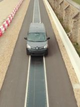 Recarga dinámica a 20 kW de un vehículo eléctrico mientras circulaba a 100 km/h