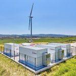 Acciona pone en marcha la primera planta híbrida de almacenamiento de energía eólica con baterías en España