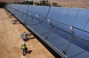 Espejos parabólicos en el sitio de investigación de la empresa de energía solar Brenmiller Energy cerca de Dimona. Foto:Noticias de Israel (crédito de la foto: NIR ELIAS / REUTERS).