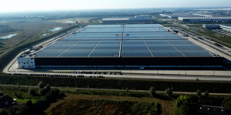 Pvh_europe_warehouse_and_logistics_center_in_venlo-750x375
