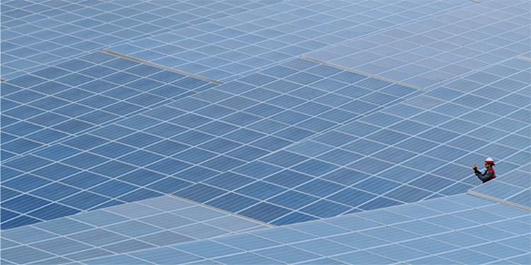 El acuerdo entre Acciona y Novartis requiere la construcción de dos plantas fotovoltaicas, una en Extremadura y otra en Valencia.